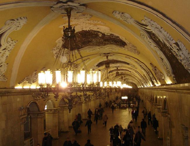 В Московским метро обнаружили предмет, похожий на взрывчатку